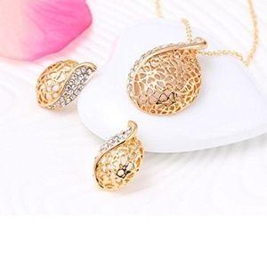 Jewelry - Nib Gold & Diamond Teardrop Necklace & Earring Set